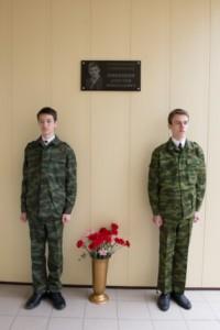 vozlozhenie-cvetov-memorialu-Nikishina (2)