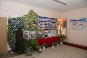 vozlozhenie-cvetov-memorialu-Nikishina (4)
