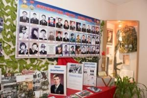 vozlozhenie-cvetov-memorialu-Nikishina (5)